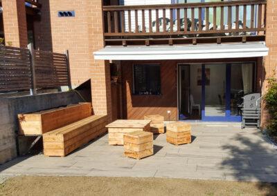 Holzmoebel auf Terrasse